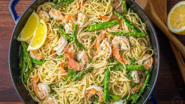Špagety s chřestem a krevetami