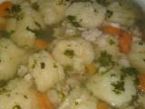 Polévka z kuřecích hřbetů s krupicovými haluškami recept ...