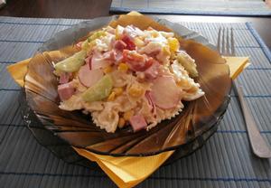 Lehký těstovinový salát s cherry rajčátky
