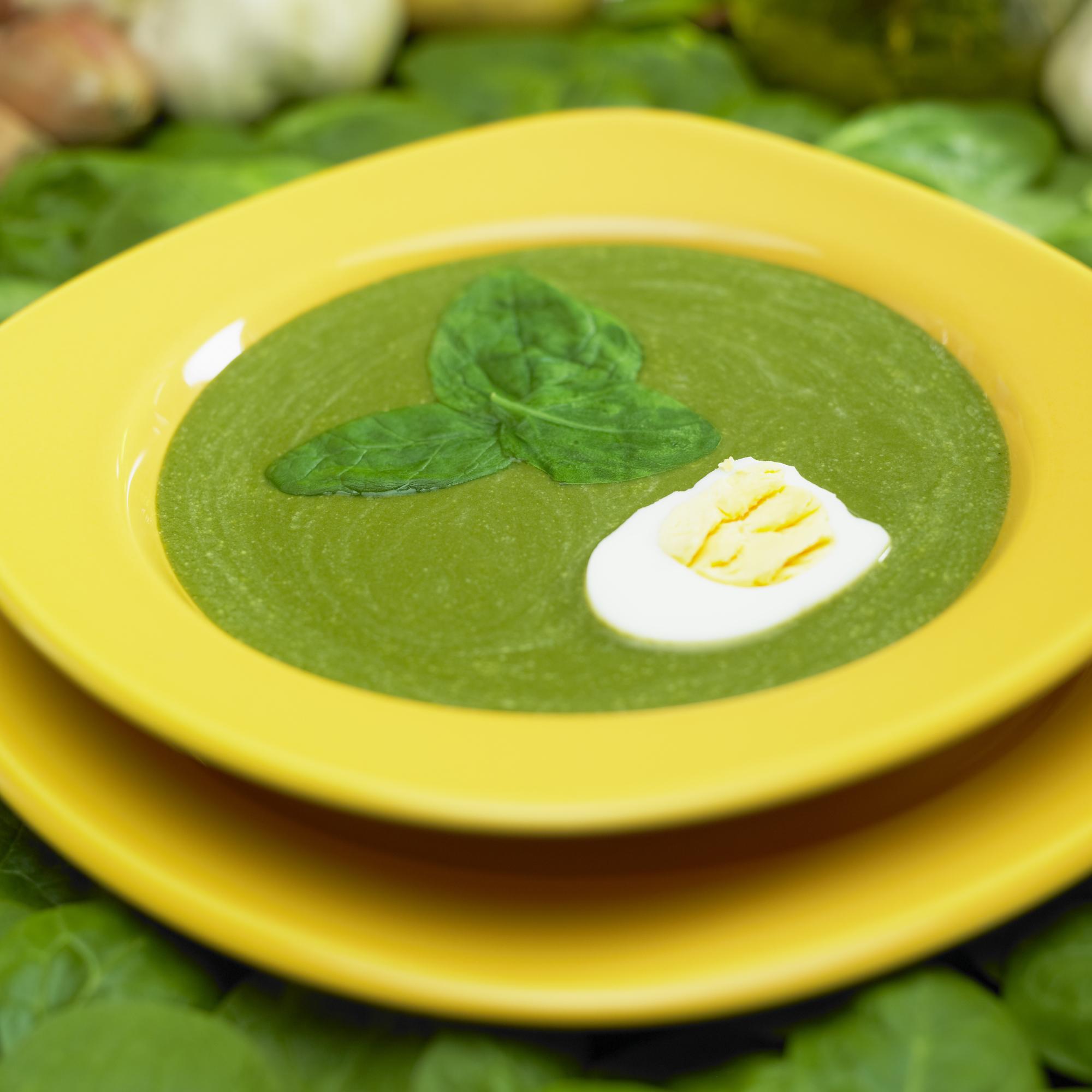 Špenátová polévka se smetanou a vejcem recept