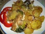 Brambory, brokolice, maso  vše na jednom plechu recept ...