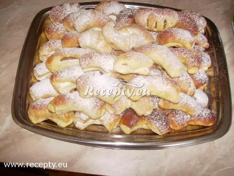 Rohlíky s ořechovou náplní recept  moučníky