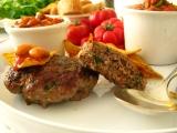 Bifteky z mletého masa s fazolovou přílohou recept