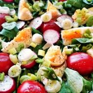 Salát z polníčku, jarní zeleniny a vajec recept