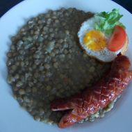 Čočka na kyselo s klobásou a sázenými vejci recept