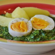 Špenát s vejci a bramborem recept