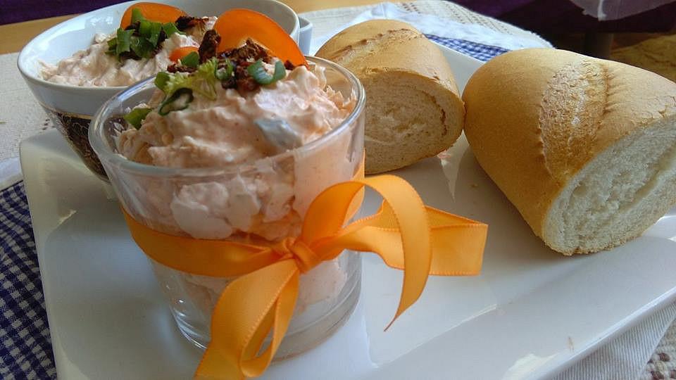 Jemná pomazánka s tvarohem, nivou a sušenými rajčátky recept ...