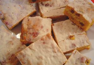 Jogurtovo-mrkvový koláč s mákem