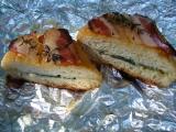 Tvarůžková houska v gazdovské slanině recept