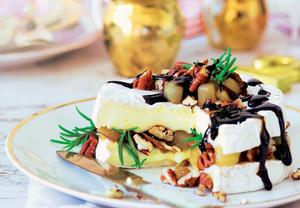 Camembert s hruškami a ořechy