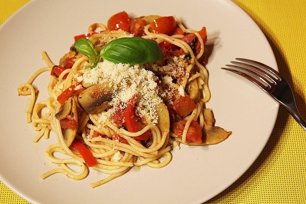 Špagety s rajčaty a žampiony recept