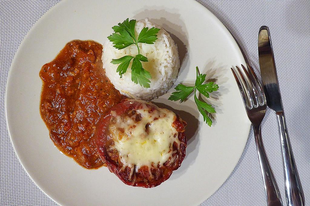 Papriky plněné taliány s rajčatovou omáčkou recept