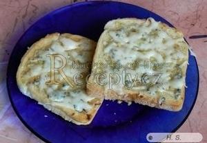 Zapečené toasty s česnekem a sýrem