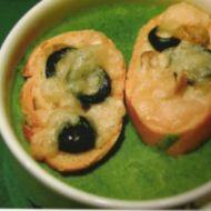 Špenátový krém s olivovými krutony recept