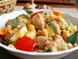 Krůtí kostky s bulgurem a zeleninou recept