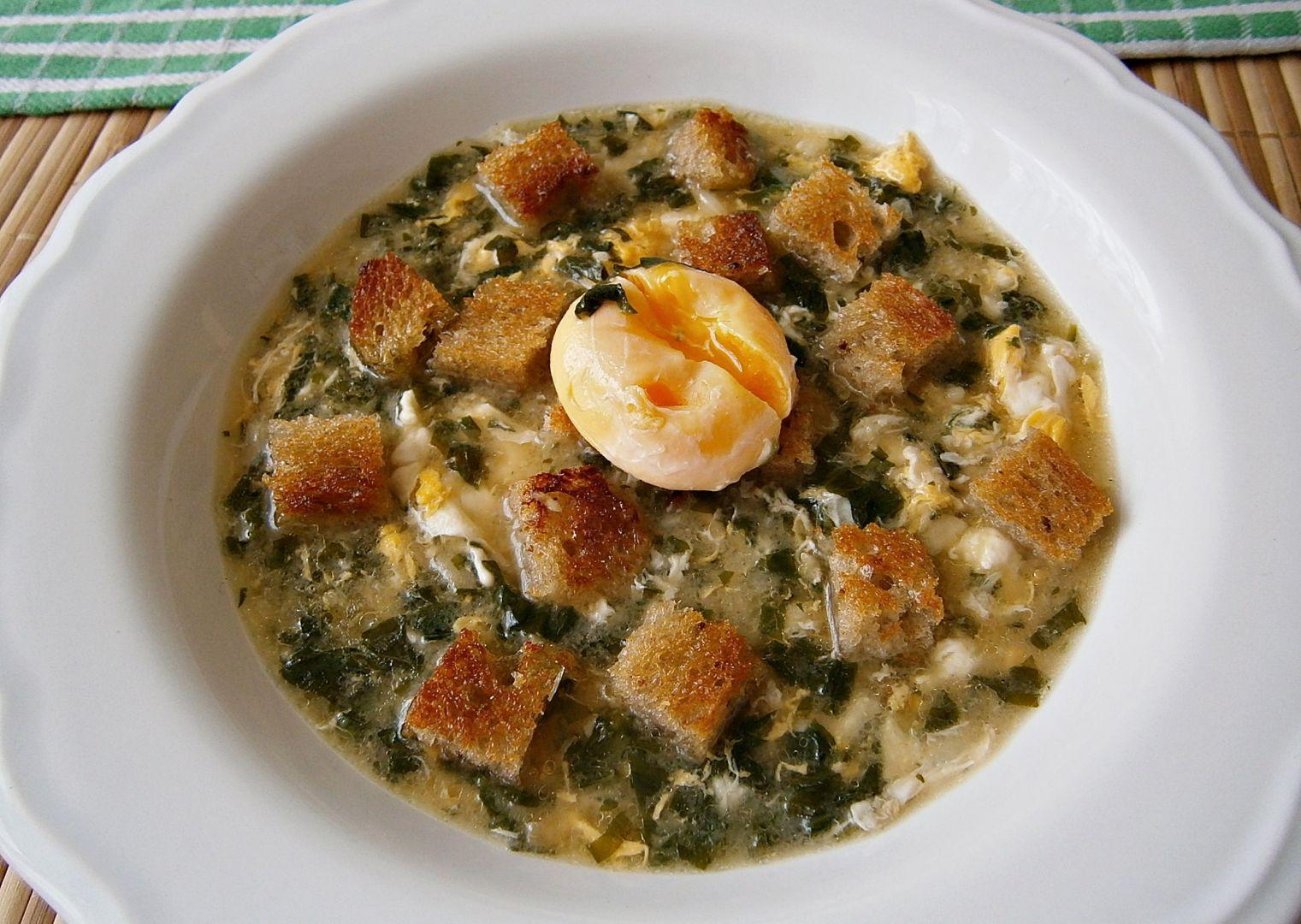 Česneková polévka s vejci recept