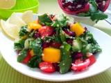 Zeleninovy salat s potocnici a granatovym jablkem recept ...