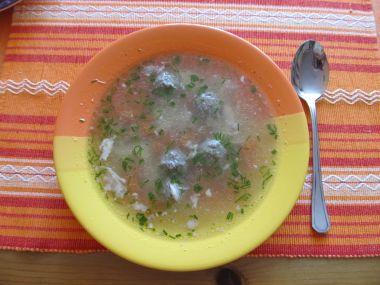 kuřecí polévka s játrovými knedlíčky