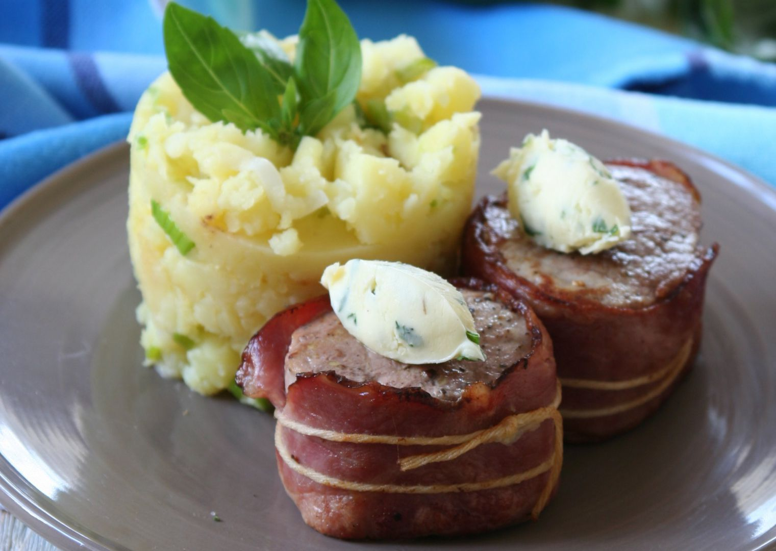 Vepřové medailonky se šťouchanými bramborami recept ...