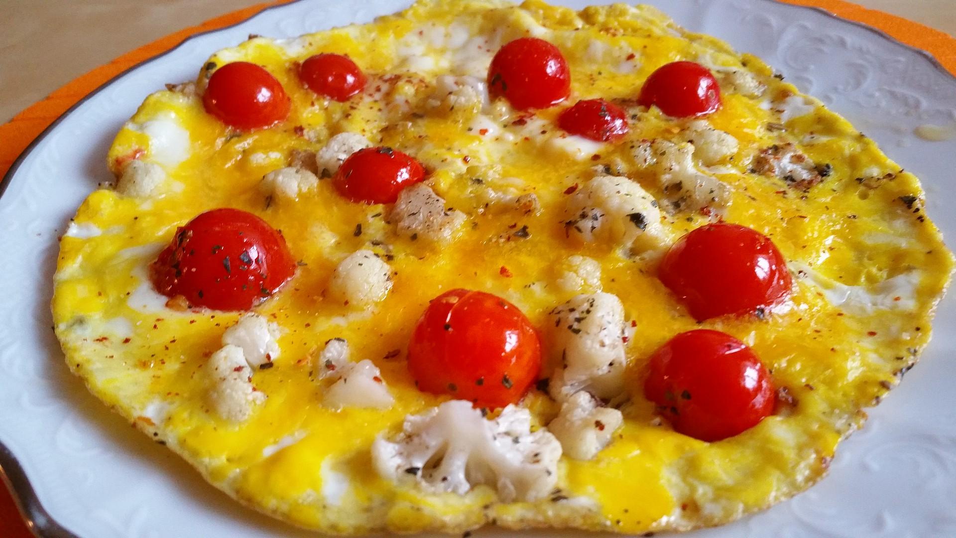 Vaječná omeleta s restovaným květákem a cherry rajčaty recept ...
