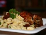 Těstoviny aglio e olio se sušenými rajčaty a zlatým sýrem recept ...