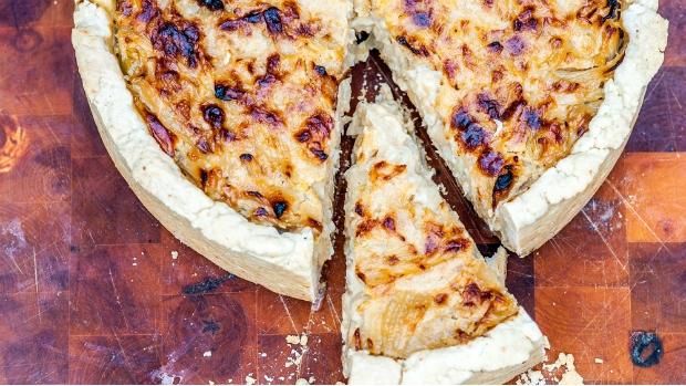 Quiche s cibulí a sýrem gruyére