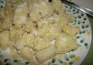 Sezamové brambory s parmezánem