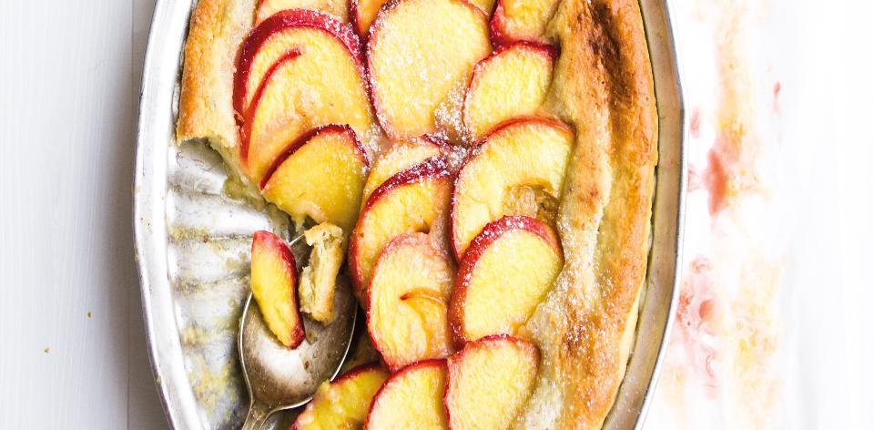 Pečený nektarinkový koláč s mandlemi