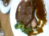 Steak z Jihoamerického Striploinu s grilovanými žampiony plněnými ...