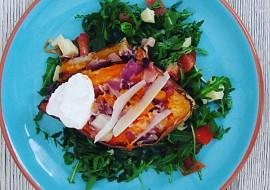 Pečené batáty se salátem recept