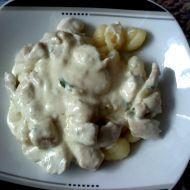 Gnocchi s kuřecími kousky a sýrovou omáčkou recept