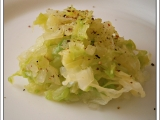 """Zelný salát""""rychlovka"""",jako příloha na talíři recept"""