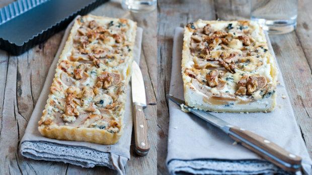 Hruškový koláč s mascarpone, gorgonzolou a ořechy