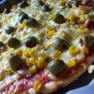 Pizza s kukuřicí a olivami recept