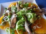 Pomerančový salát s cibulí a šproty recept