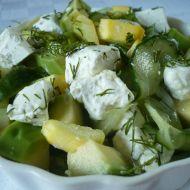 Okurkovo-avokádový salát se sýrem recept