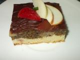 Makovo- jablečný moučník s jahodami a kiwi recept