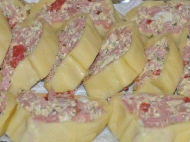 Sýrová roláda s křenovým máslem a meruňkovým džemem ...