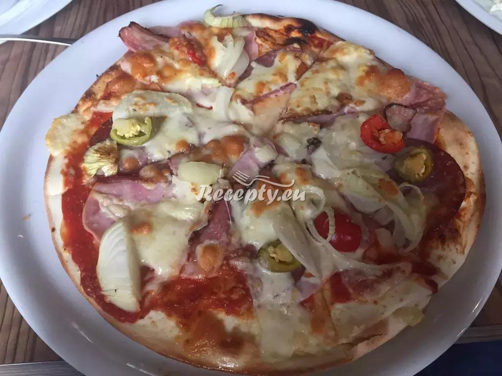 Pizza s chřestem a kozím sýrem recept  pizza