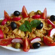 Pestrý těstovinový salát se zeleninou recept