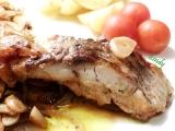 Filety na česneku, cibuli a víně recept