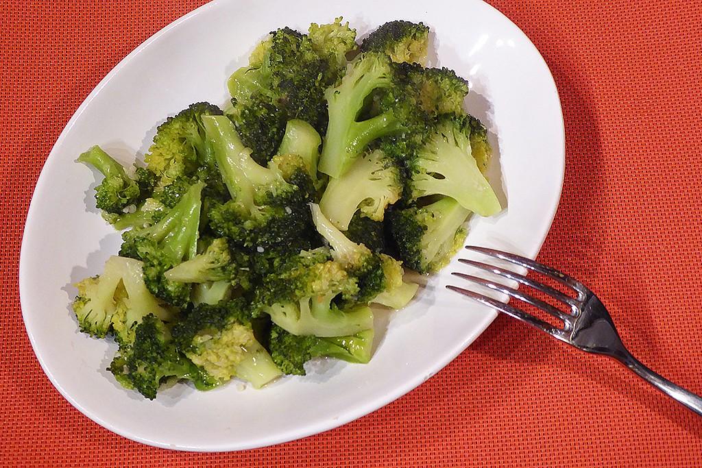 Restovaná brokolice s česnekem recept