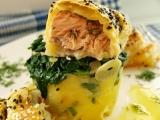 Filet z lososa v listovém těstě na špenátovobramborovém lůžku ...