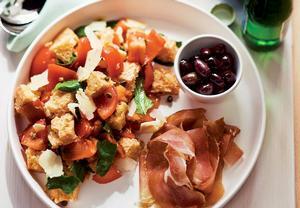 Chlebový salát Panzanella