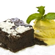 Hot Brownie s čokoládou a vanilkovou zmrzlinou recept