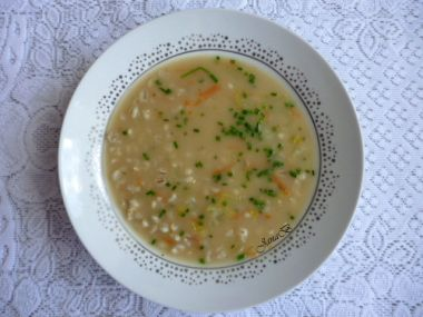 Kroupová polévka s celerem a mrkví
