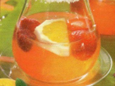 Pomerančová bowle s jahodami
