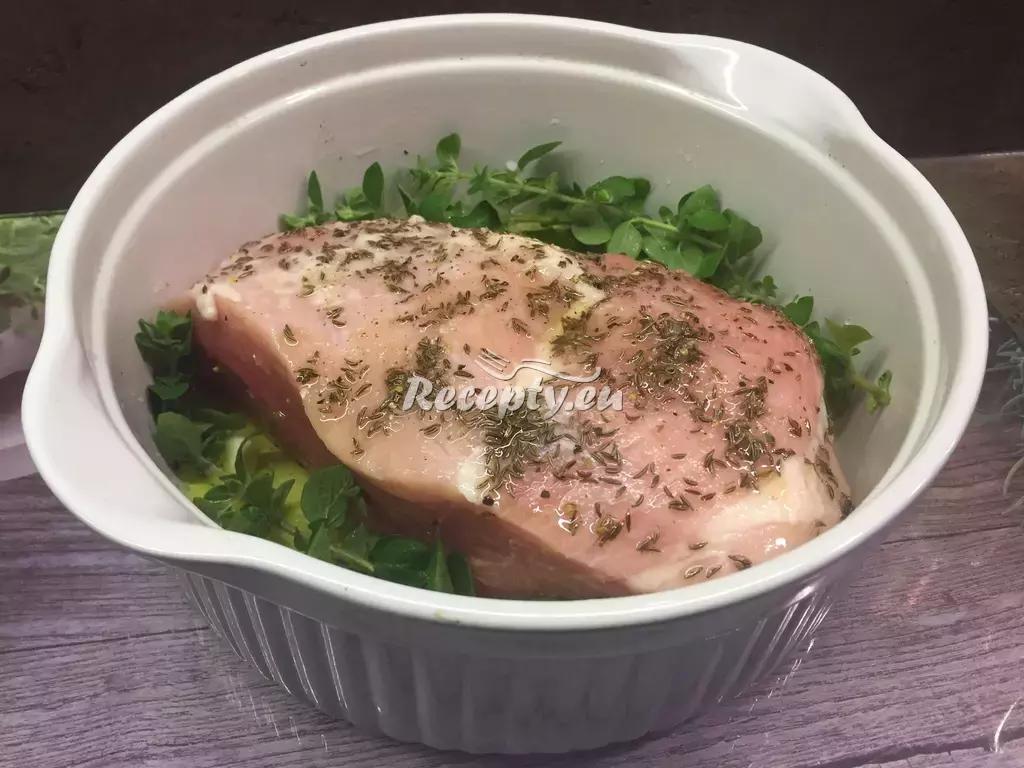 Pečená kýta na kmínu recept  vepřové maso