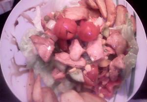Zeleninový salát s kuřecím masem a americkým bramborem ...