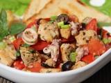 Středomořský rajčatový salát recept